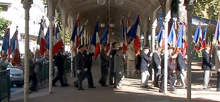 Défilé drapeaux